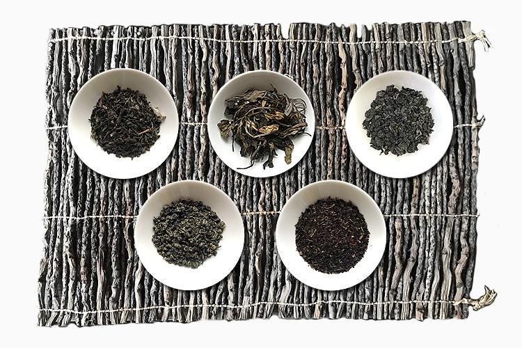 Soui Bu, Gunpowder, White Havukal, schwarzer Darjeeling, Oolong (von links)